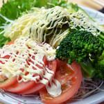 浅草だるま屋 - サラダ、前菜も豊富に揃っています