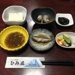 24313164 - 氷見の水で作った豆腐・バイ貝・烏賊の塩辛・漬物・イワシ・もずく