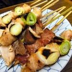 もつ焼き カミヤ - おすすめ盛り合わせ10本¥800(塩)