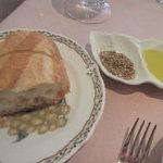 24314301 - バゲット オリーブオイルと 香辛料塩