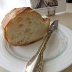 24314733 - メイン時に登場のパン