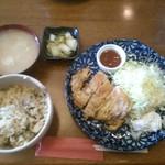 臥嘗庵 - チキン南蛮定食「500円」大盛り無料+お替り自由!何時でも炊き込みご飯が嬉しいですね♪
