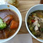 24317210 - スープ2種類 ハーブチキンとデミグラス系スープ