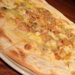 24318372 - 4種チーズとクルミのピッツァ1050円