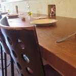 ボッチ デ ビッラ - テーブル席