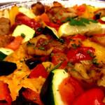 ビバパエリア - 料理写真:ローストチキンとグリル野菜のパエリア(Mサイズ:2,500円)の近影。ここのパエリアではこれが一番うまい。
