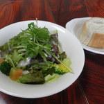 イタリアン食堂 良's - 自家製天然酵母パンとサラダ