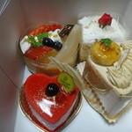 函館洋菓子ミモザ - 料理写真:ケーキたち