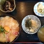 りんすけ - 名物たいめし(1050円)