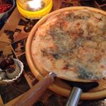 ルーズカフェ - ゴルゴンゾーラ&はちみつピザ