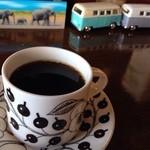 コーヒーアンドバールポット - 自家焙煎のスペシャルティーコーヒーのブレンド。卓上に説明がきがありますが、紅茶みたいにフルーティーで、はじめてのんだときびっくりでした。
