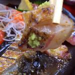 和食処 大藤 - 甘い胡麻醤油が掛かったお刺身。