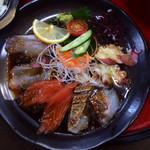 和食処 大藤 - 大漁海鮮丼のお刺身。