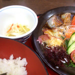 和食処 大藤 - 大漁海鮮丼。