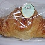 窯焼きパンの店 酪 - クロワッサン 147円 (''b