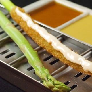 さまざまな野菜を創作串かつでお楽しみ下さい。