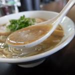 浜田山 - 油の多い魚介豚骨スープです。
