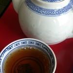 春香楼 - 〆(無料) サービスのホット烏龍茶