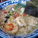 梅軒 - 塩えびワンタン麺 850円