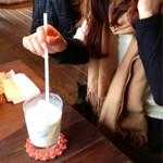 ミルク工房そら - ミルクピスの牛乳割りにご機嫌です(笑)