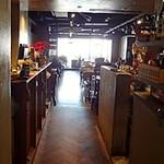 Pasta & Cafe PASTA LA VISTA - 店内は奥に向かって広々としています