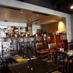 Pasta & Cafe PASTA LA VISTA - 入口付近にはカウンター席もあります
