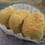 和菓子舗 鮹松月 - きびだんごです。 ここのお菓子は、オーソドックスなものが多く、 そのオーソドックスさを守り抜いた美味しさがあります(ちとイミ不明か)。