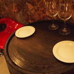 ラヴィーノ - グラスワインとおつまみタパスを樽のテーブルで・・・