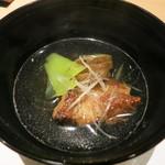 神の水 - 豚バラを軟らかく煮たお椀。胡椒の風味が良い。