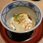 神の水 - 温かいすくい豆腐。