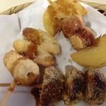 24347065 - 串揚げ三品/この日のメニュウから玉葱ウィンナー、椎茸、竹輪を選択