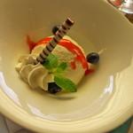 レストラン ボルドー - 【2014.2】 デザートのアイスクリーム