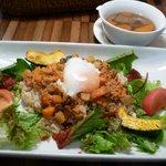 ナチュラルレストラン&デリ みどりえ - 野菜たっぷり温泉卵のベジタコライス