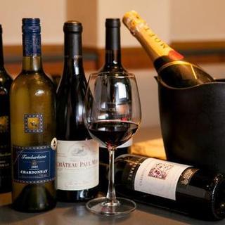 お肉に合うワインも常時10種類は揃えています。