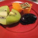 菜の花 - ミニおけさ柿・自家栽培のキウイ・花豆の煮物