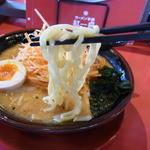 紅一点 - 太麺か細麺を選べるので、太麺を選びました
