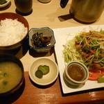 伊蔵 - チキングリルたっぷり野菜¥800