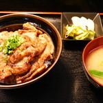 地場産食材 宝 - 豚みそ丼(並)950円