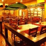 ナポリの下町食堂 -   【隠れ家】ナポリの下町地下に広がる隠れ家イタリアン空間♪イタリアのナポリをイメージした店内は女性人気も◎
