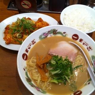 天下一品 大宮東口店 - 大宮駅東口の天下一品で昼食。豚キムチ定食を食した。