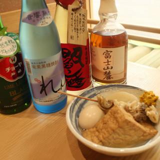 カウンターで日本酒を飲みながらアツアツおでん♪