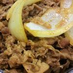 三河家 - この肉とたまねぎの具合が良いよね。