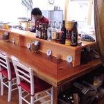24372420 - ウッディーな店内  お間違いないようスリランカ料理店なのです