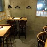 ワインカフェ 月 - 2Fテーブル席