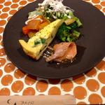 アメイロビストロアルル - リーフサラダを前菜盛りにチェンジ(+100円)しました