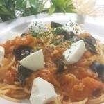 アパッチ - トマトと生バジル、モッツァレラのパスタ