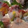 楽市楽座 - 料理写真:おまかせの刺身盛り合わせ。