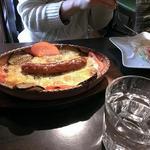 オープン セサミ  - イベリコ豚ソーセージの焼きチーズカレー