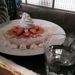 オープン セサミ  - いちごとクリームのパンケーキ