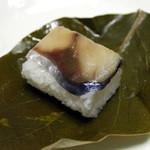 24378015 - 鯖の柿の葉寿司(鯖)